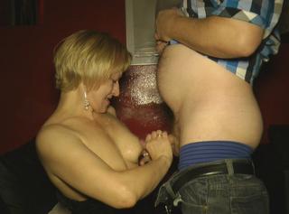 Als ich das letzte Mal im Pornokino war, habe ich wieder jeden der es wollte geblasen und durfte wieder so richtig Sperma schlucken. Ich liebe die Sahne und kann nicht genug bekommen. Muss bald wieder hin.