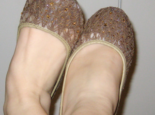 Hier sind meine kleine süße Füße