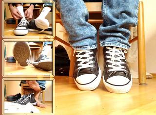 Weisse Socken und Sneakers Striptease
