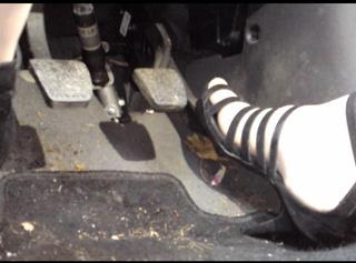 Autofahren in meinen Riemchen Schuhen