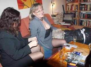 Ein ganz normaler Abend unter versauten Frauen