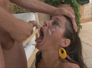 Ins Gesicht gespritzt