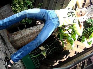 draußen in die Jeans gepisst