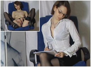 Sekretärin braucht Orgasmus Pause! Kugelschreiberfick
